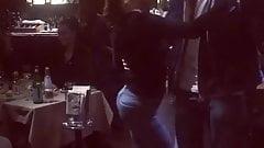 Belen Rodriguez ci mostra il culo mentre balla