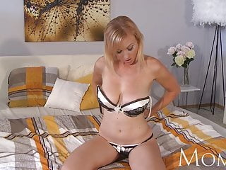 MOM Housewife Sherry likes to finger her pussy when she has