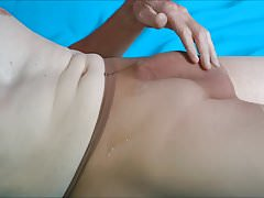 CUMSHOT  IN  THE  TIGHTS  OF MY  WIFE