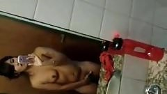 Selfshot Girl Fingering in Bathroom