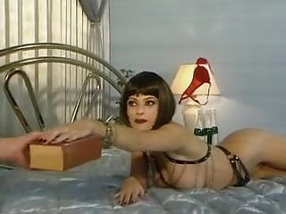 Hayley Russell In Extrem Perverse Flaschen Party