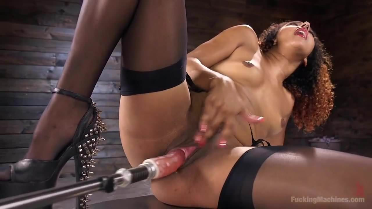 Athletic goddess daisy ducati squirts everywhere - 2 9