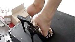 cum on my heels please
