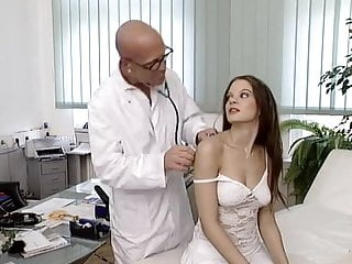 Download video bokep Leonie Saint - Young bitches fuck gladly Mp4 terbaru