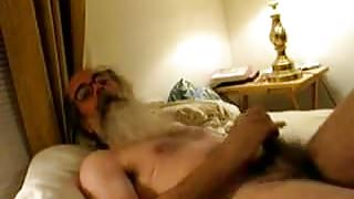 Daddy bear shooting cum on his beard