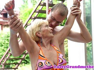 Video bokep online Lovely granny banged doggystyle  3gp