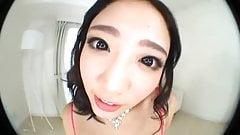Boca de una asiatica de labios rosados en primer plano