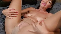 USA milf Natasha Belinsky has naughty things on her mind