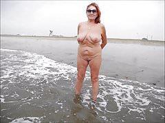 CHARMING WOMEN ON THE BEACH