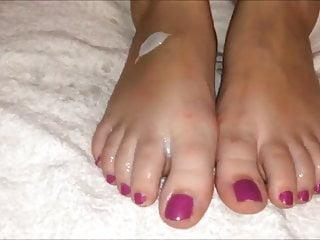 Marianna moves her sexy creamy feet (part 2)