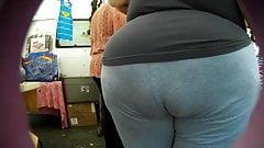 Candid jeans latina..