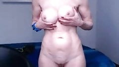 Granny shoing her sur per sexy body on the webcam