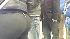 Candid Latina Milf bubblebutt in no pocket jeans