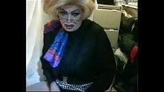 Gorgeous mature drag playing and cumming