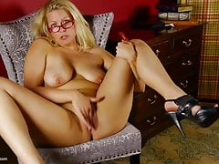 Sweet mature mom with perfect body