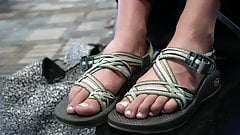 4k close up on candid feet (long toes)