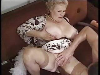 Download video bokep Bain De Jouvence Pour Mamies Actives ... (Complete Movie) F70 Mp4 terbaru