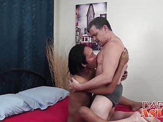 Mature daddy bareback bangs with young Asian after fellatio