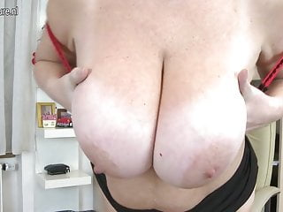 Amateur busty mom with hungry vagina