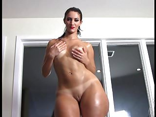 French BBW Rosee Divine pops her oiled booty.