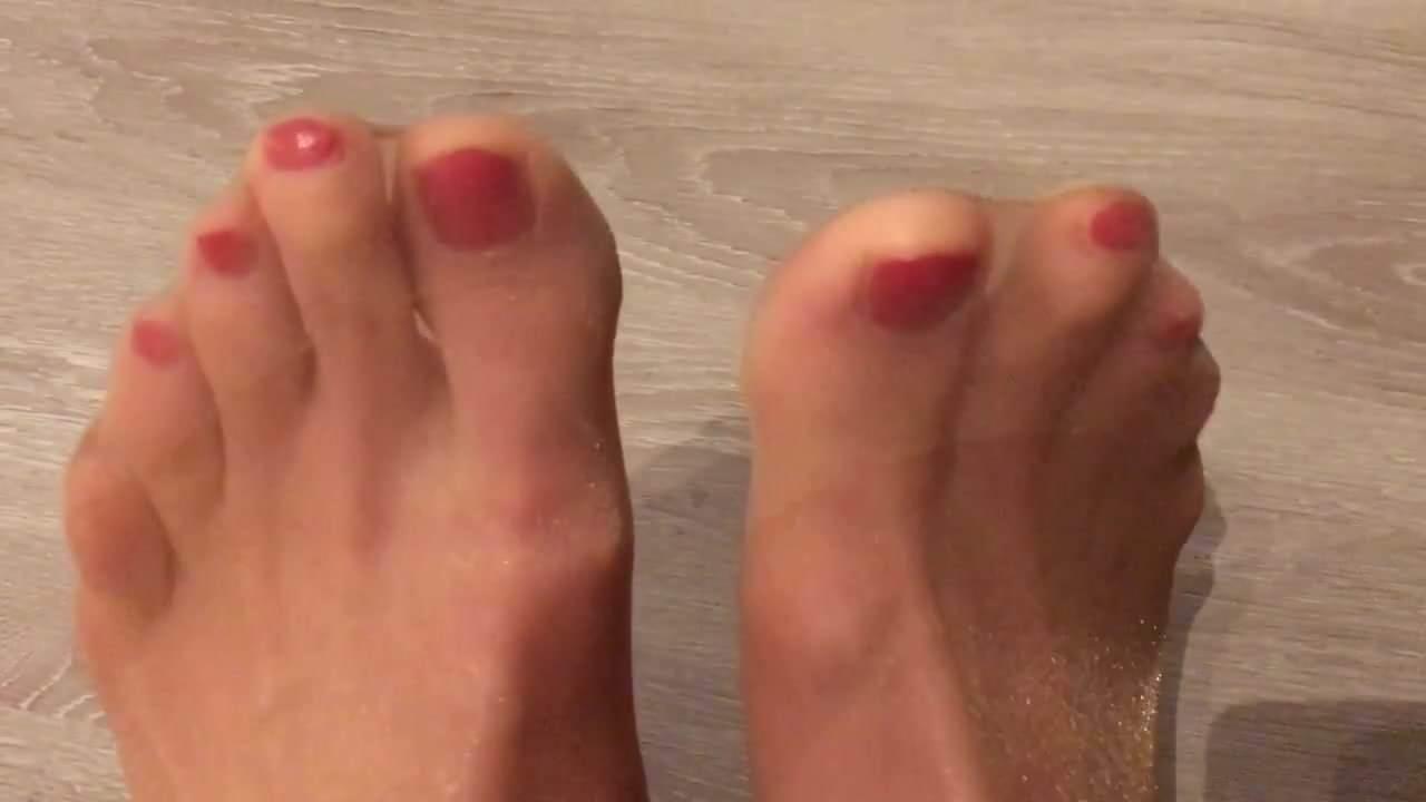 Polish pantyhose nail