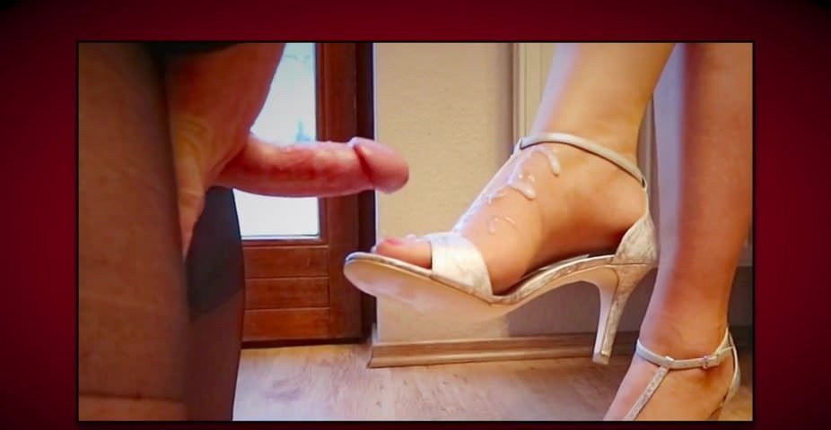 Horny splash on the nylon feet in a slow motion