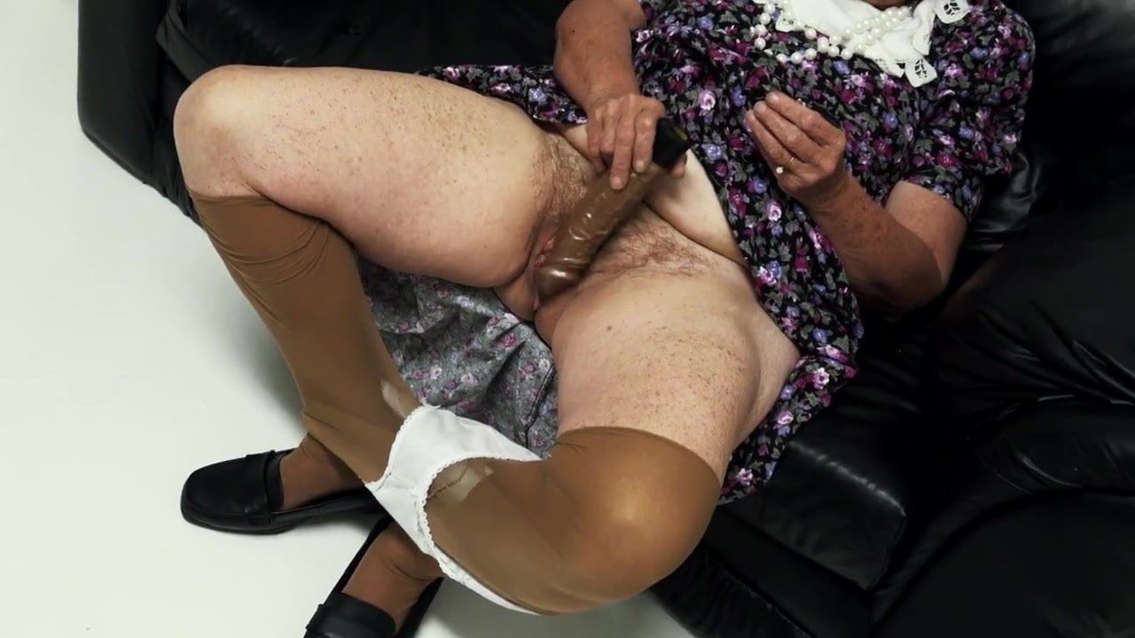 порно фото старушек с дилдо пизду