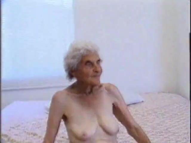 Granny still loves sex-2662