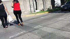 MILF BIG BOTTY WALKING