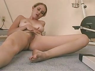 Teen with freshly ripened boobs dildoes her smooth cunt