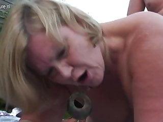Download video bokep Hot British housewife mom having sex outdoors Mp4 terbaru