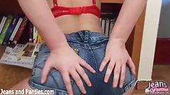 Curvy teen Maggie in tight jea