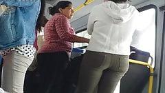 Culo en el bus.
