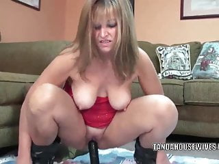 Curvy MILF Liisa stuffs a big black dong into her twat