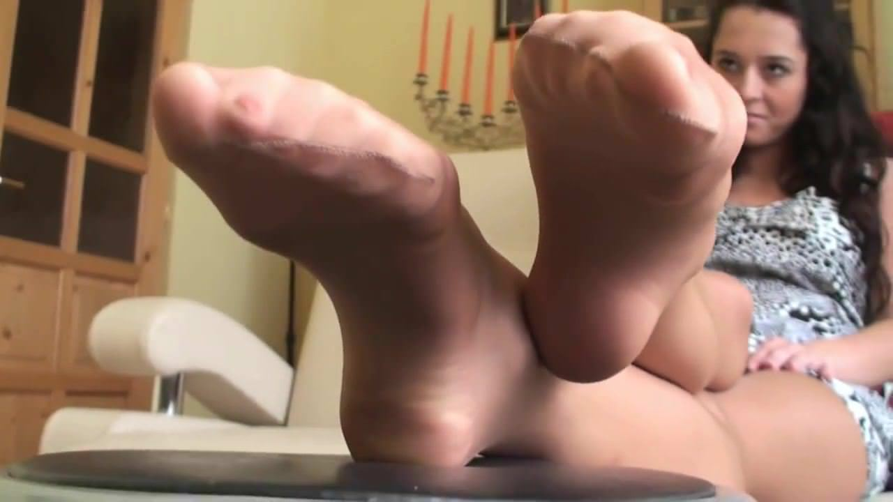 Nadja and her pantyhose feet
