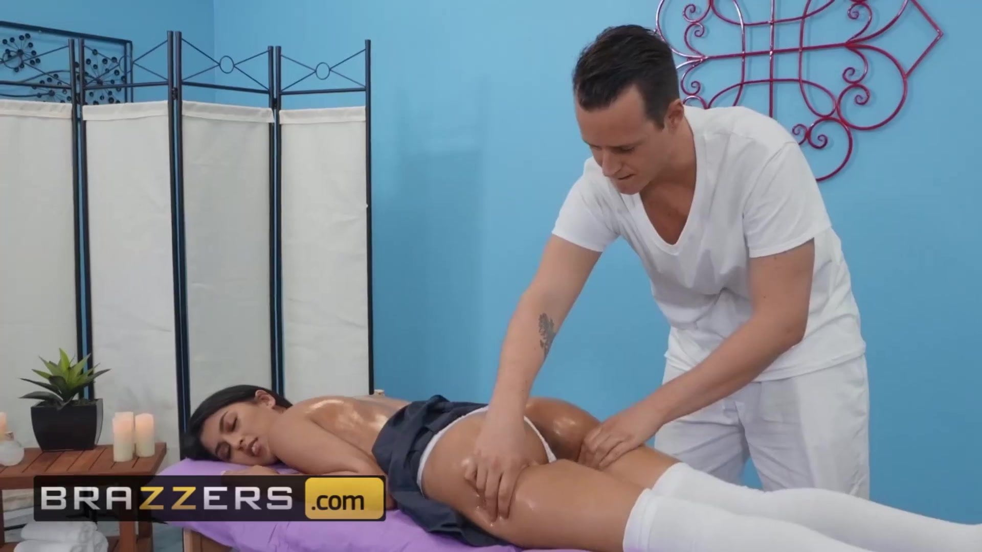 Soiled Masseur – Sophia Leone Justin Hunt – Her Daughters Too