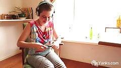 Yanks Ezmerelda Cums To Music