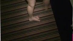 Blonde Hexe wird auf dem Hotel