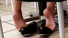 Candid sexy foot shoeplay