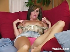 Yanks Brunette Valerie Sampson Masturbating