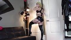 Girl fartig in latex stockings
