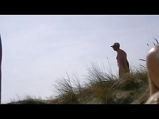 yoyeur in the dunes
