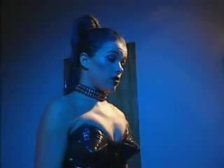 Download video bokep Anke Engelke als Leder Domina Mp4 terbaru