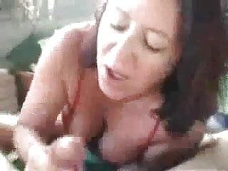 moglie succhia il cazzo curvo del marito