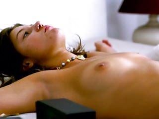 Adele Exarchpoulos - Orphan (slomo)