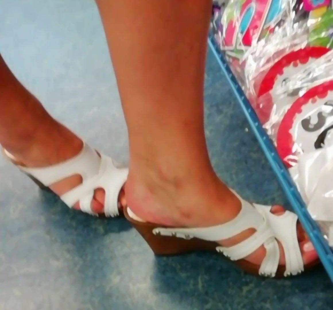 Candid horny milf feet and footjob toes faceshot