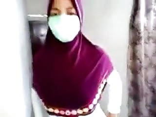 Download video bokep jilbab sange 2 Mp4 terbaru