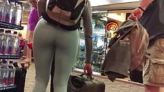 TIGHT BODY ROUND ASS COLLEGE TEEN IN YOGA SPANDEX PANTS