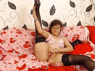 Sexy petite granny BestBang4U webcamshow
