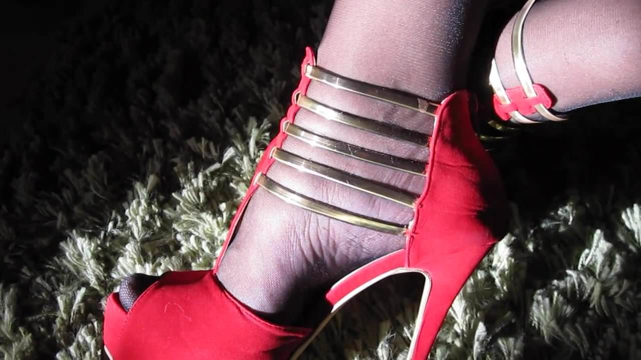 Crossdresser masturbating in hold ups